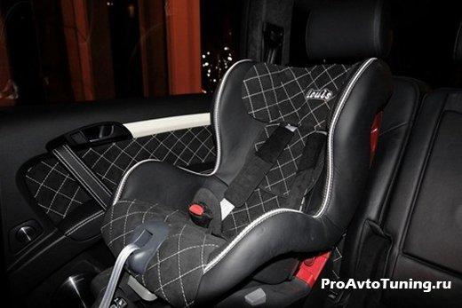 детское кресло Audi Q7 V12 TDI Family Edition