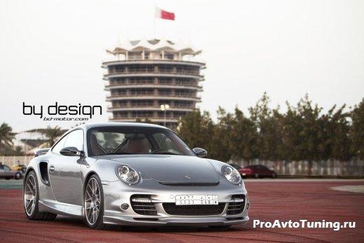 агрессивный Porsche 911 Turbo